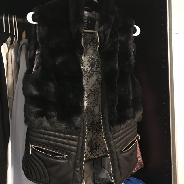 Guess vest with real fur