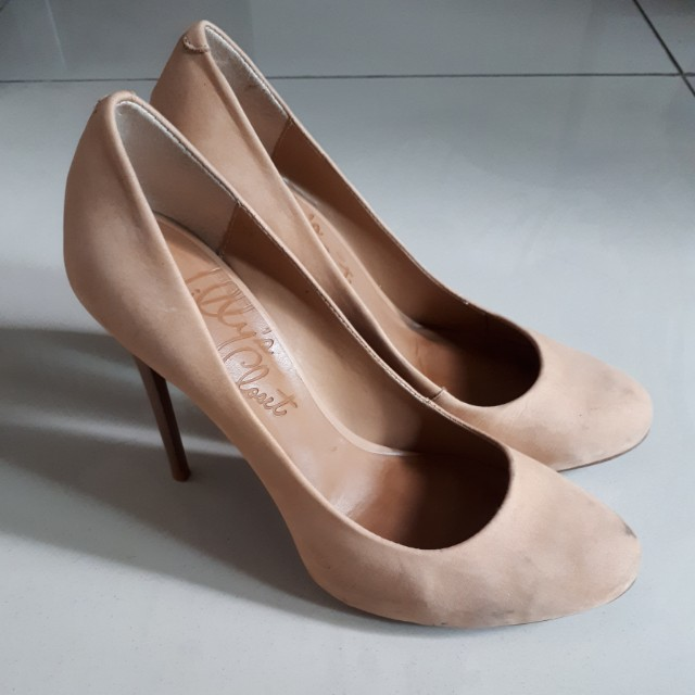 LILLY'S CLOSET NUDE PUMP SIZE 38