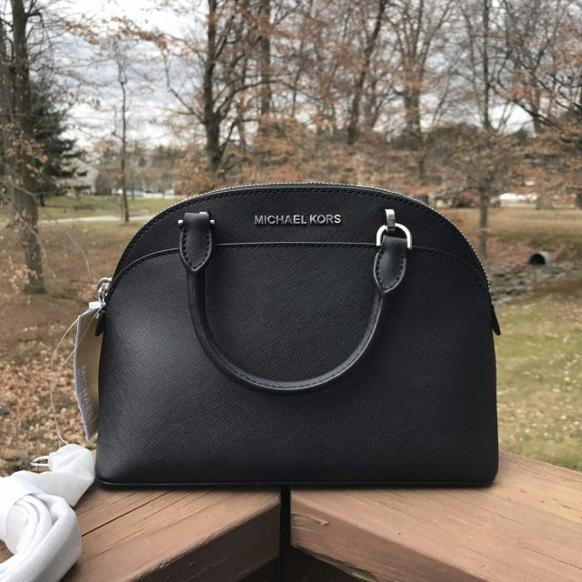 fdabe5ef0430 MICHAEL KORS EMMY SMALL DOME SATCHEL IN BLACK, Luxury, Bags & Wallets on  Carousell
