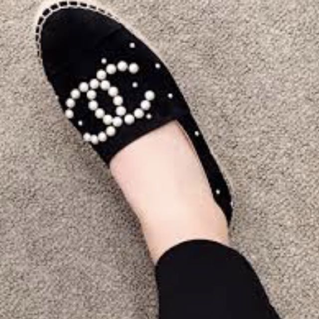 9ab221101 NIB CHANEL BLACK SUEDE WHITE PEARL CC DOUBLE SOLE ESPADRILLE on Carousell