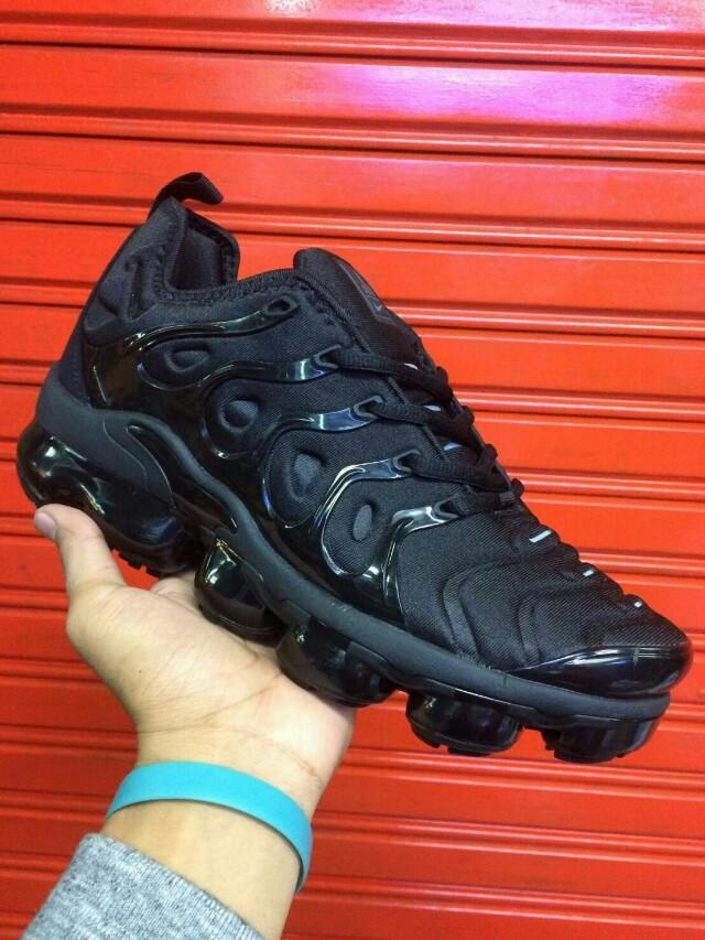 Nike Air Vapormax Plus 2018 Triple Black Fesyen Pria Sepatu Sneakers Di Carousell