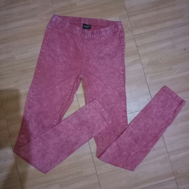 PIECES ACCESSORIES Red Acid Wash Pants