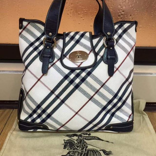 Preowned Authentic Burberry bag