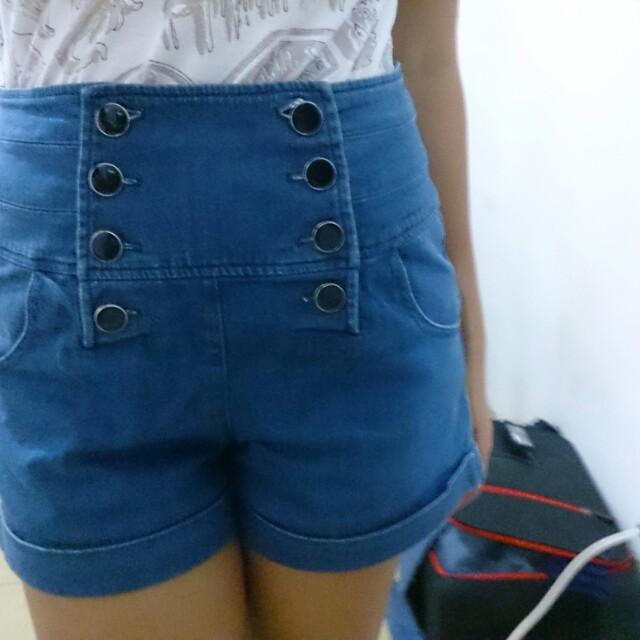 REPRICED!! High Waist Buttons Down Shorts!