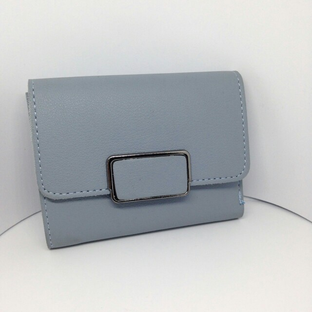 Short wallet with silver snap