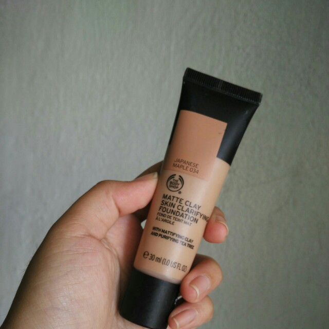 The Body Shop Clay Matte Fiundation