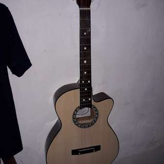 Gitar merek yamaha.....msih mulus kayak baru