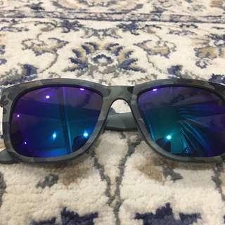 Polarized sunglasses 🕶