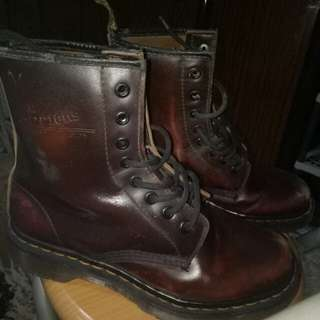 Sepatu boots kulit unisex Dr.martens