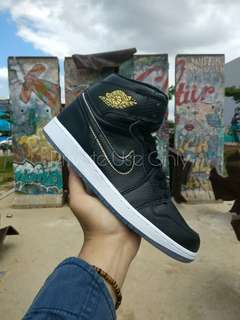 (Best Seller) Air Jordan 1 Retro High OG Black Gold