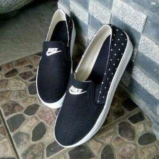 Sepatu Slip On Cewek