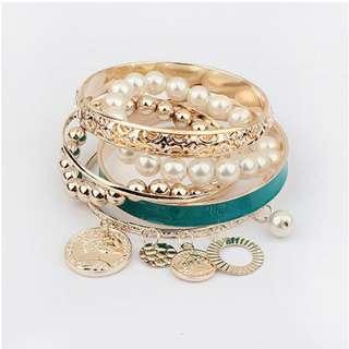 Bangle / bracelet