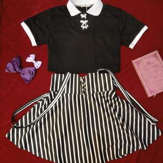 [Set]White Ribbon Black White Cross Colored T shirt Top + Strap Stripe Button Circle Flare Skirt