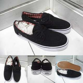 Sepatu Kets Vans Zapato Flannel Classics Canvas Black White Hitam Putih