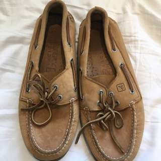 Sperry topsider boat shoes.