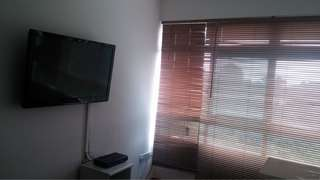 "32"" flatscreen TV"