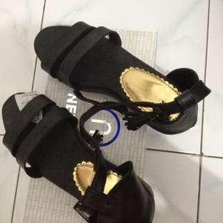 sepatu merk ghealsy 37