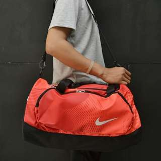 Tas travel nike merah