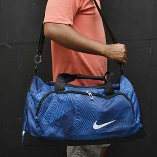 Tas travel nike biru