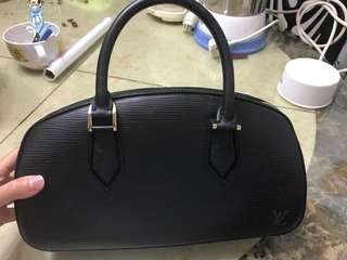 95% new - LV handbag