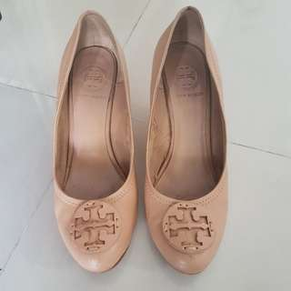 Tory burch beige heels 41 authentic (needs to replace sole)