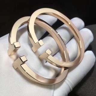 Tiffany & Co - 18K Gold T Bracelet