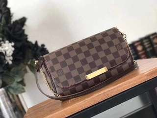 LOUIS VUITTON With complete inclusion, Replica