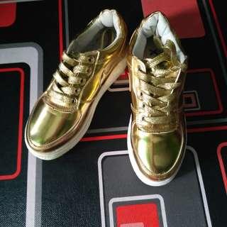 Sepatu import gold