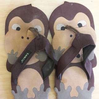 Preloved Sendal Flat Karakter Monyet Size 39