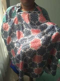 Cover Celemek Kain untuk Menyusui ditempat umum