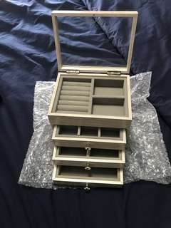 Jewellery box (grey)