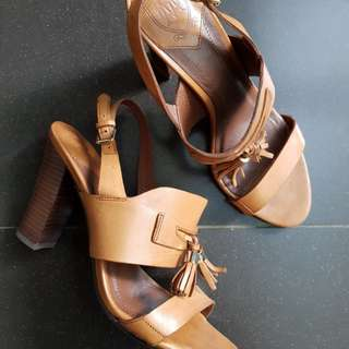 Preloved Massimo Dutti Heels, Almost like new! Enak dipakai, real leather.