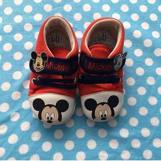 Mickey Mouse shoes w/ flaw