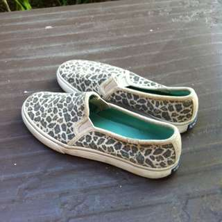Keds casual shoes Size US7 UK 4.5 Eu 37.5.  In good condition.