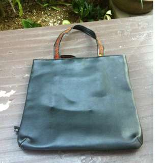 Play shoulder bag. 34 x 30cm. Seldom use and in good condition.