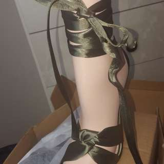Knot Front Wrap Heels - Size: 6   Brand New!