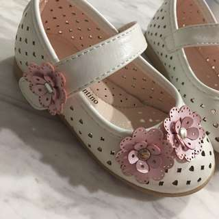 Baby white/ pink flower shoes