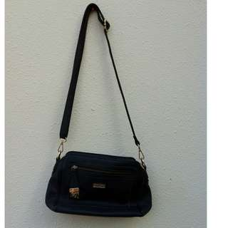 Unisa shoulder bag. Seldom use and in good condition.
