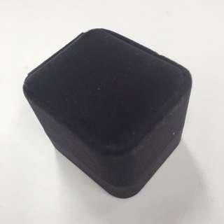 LED燈 灰色絨面戒指盒