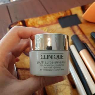 CLINIQUE Youth Surge SPF 15