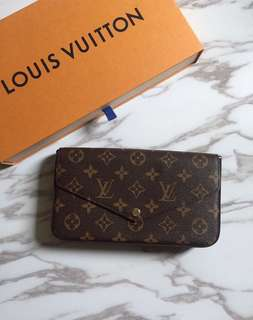 LV wallet in chain