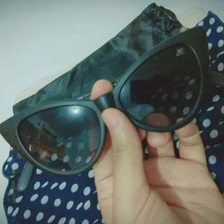 Sunglasses cat eye warna black