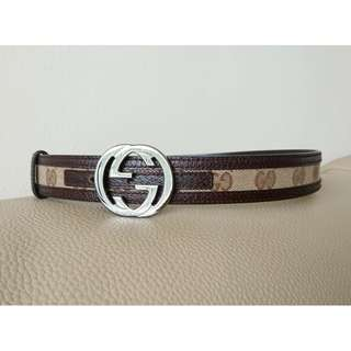 Authentic Gucci thin leather belt with logo buckle (brown)