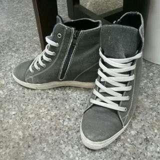 灰色內增高帆布鞋