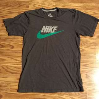 🔥💯% authentic Nike t shirt 👕🔥