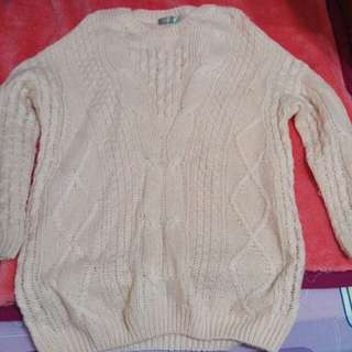 女性粉紅色長袖毛衣