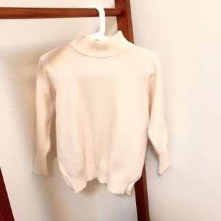 🚚 (二手)牛奶柔軟縮袖口微高領毛衣。肩寬39 胸寬47 長度60