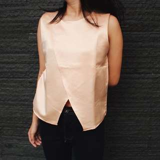 Golden Asymetric top