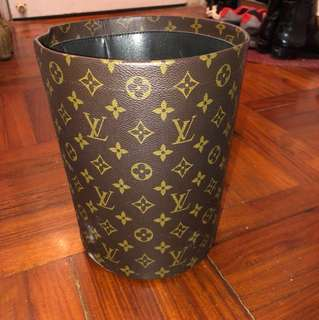 LV rubbish bin [SF only]