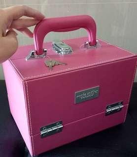 Make up box storage (no flaws)